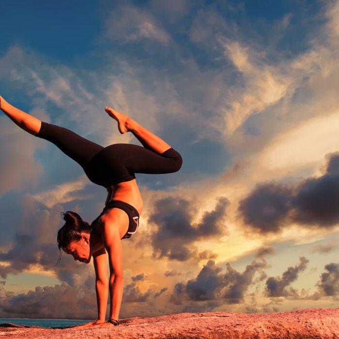 Beneficios del yoga en nuestra marcha y postura